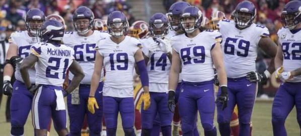 The Minnesota Vikings lining up during game against the Redskins.